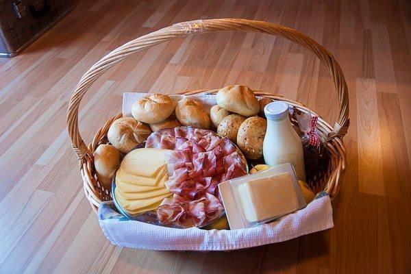 Ferienwohnungen in Vahrn mit Frühstückskorb