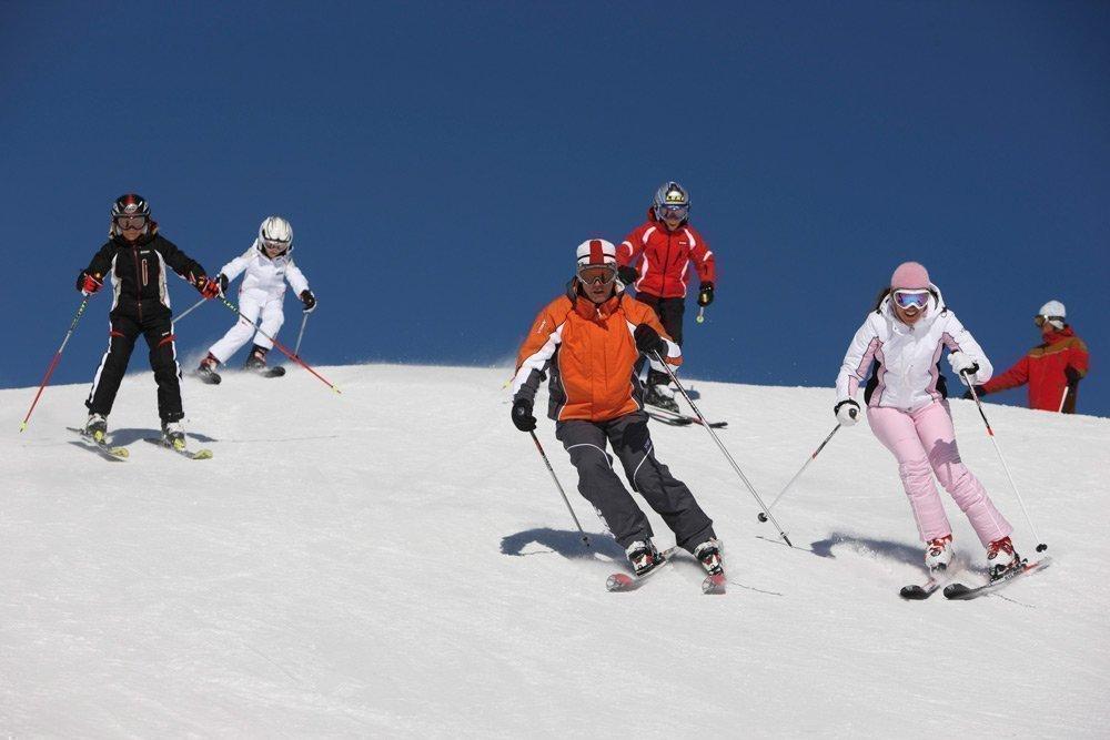 Skitouren vor imposanter Bergkulisse